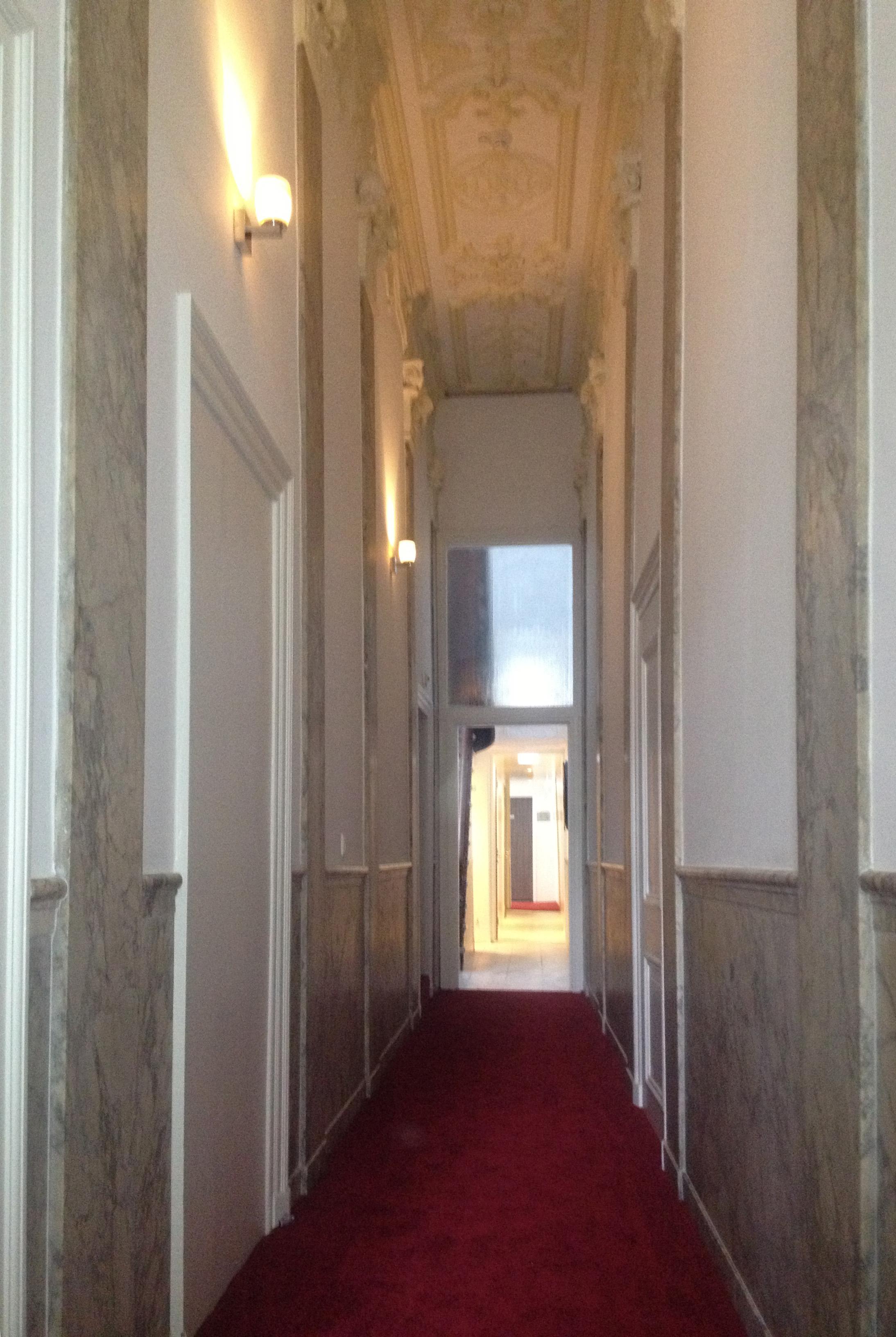 Hotel_Library_Monumental_Hallway